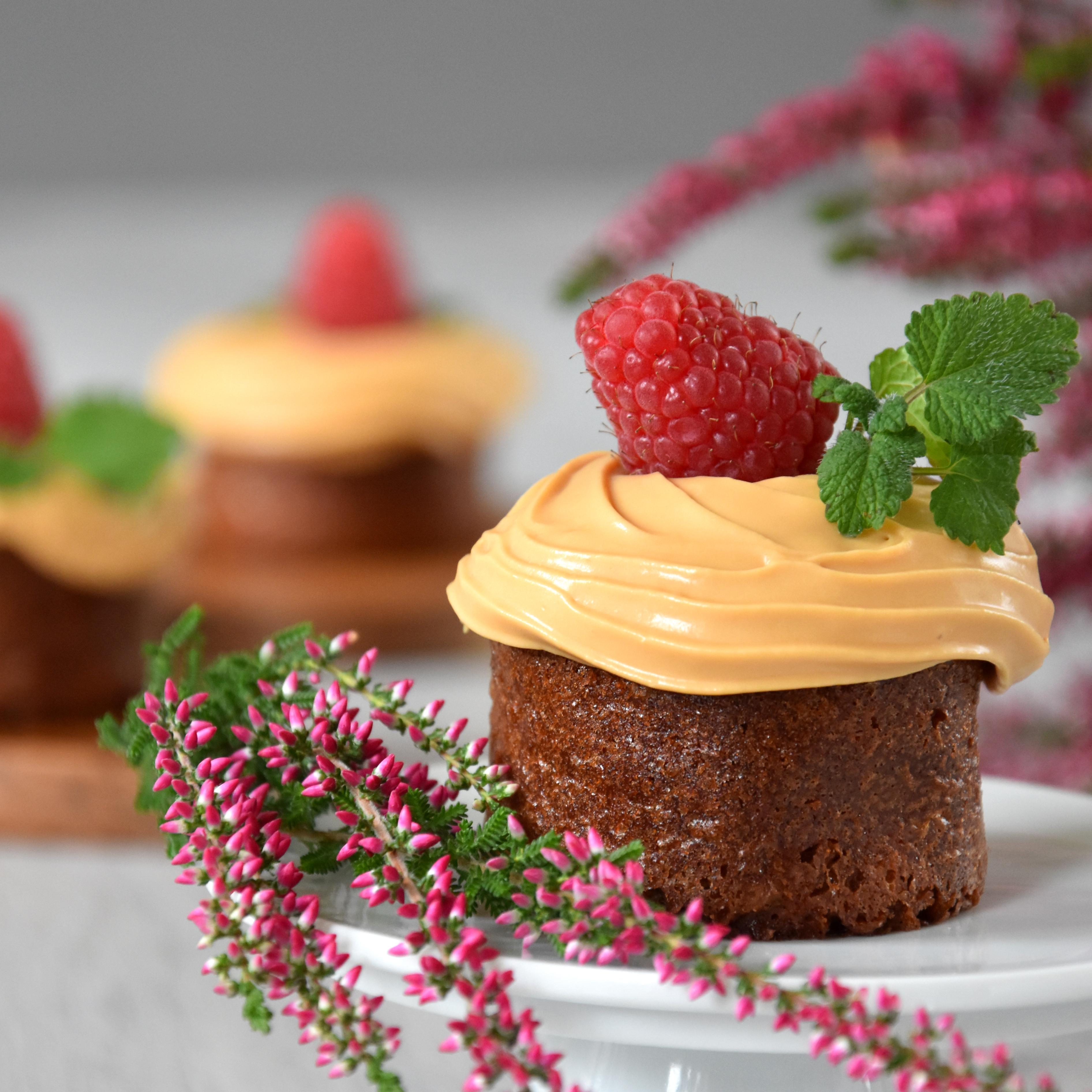 Cappuccino-Mandel-Cupcakes mit Salted-Caramel-Creme